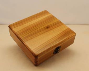 "Cedar Keepsake / Photo Box with liner 5"" x 5"" Photo (lb40426C)"