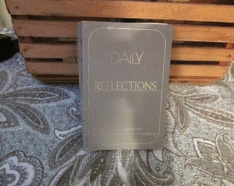 Vtg  Daily Reflections this book of reflections by AA members for AA member 1990 Softcover Printed in United States of America