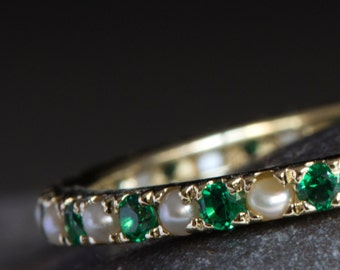 Alternating Emeralds and pearls eternity ring