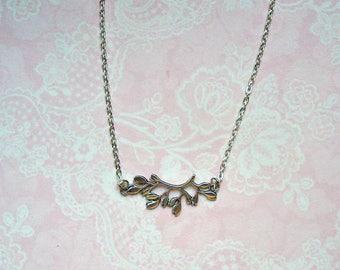 Subtle chain branch branch silver