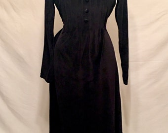 Vintage 1970s Bryn Connelly black velvet velour long sleeve dress with waist cinching tie