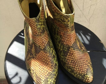 Snake Skin Texture - Ankle BOOTS - Vintage Western Short Boots - Size 8 Women's Shoes