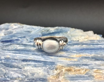 Pearl Ring // 925 Sterling Silver // Ridged Oval Setting // Size 6