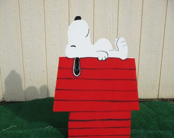Peanuts Snoopy on Dog House Yard Sign