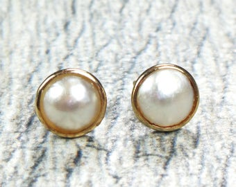 Vintage Pearl Earrings Bezel Set Mabe Pearl Earrings Gold Earrings Post Back Earrings Bridal Earrings 14k Yellow Gold Pearl Stud Earrings