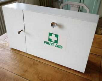 Vintage (1960s/70s) First aid box (ref 1019)