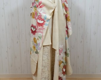 vintage ivory silk KIMONO with embroidery of flower gown one size