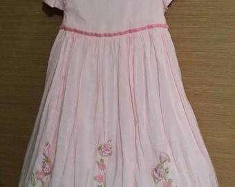 Adorable little girl pink vintage dress. adorned with roses. 4T