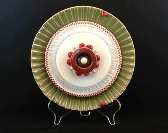 """CHRYSANTHEMUM, 10"""" Glass Plate Flower, Suncatcher, Garden Sculpture, Yard Art, Green Red Checkered"""