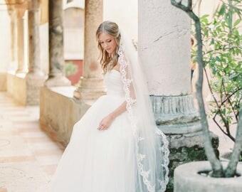 1 tier lace wedding veil, scallop lace wedding veil, bridal veil, ivory lace wedding veil, floral lace veil, Style V40