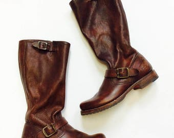 size 9.5 frye leather boot brown leather boots size 9.5  frye tall leather boots frye motorcycle boots 9.5 brown leather riding boots 9.5