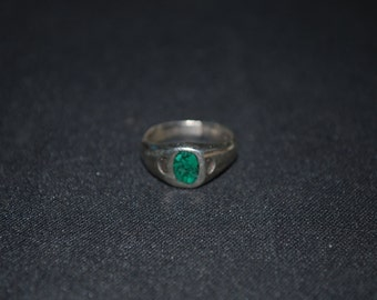 Sterling silver ring size 4 with malachite chips.