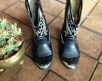 Vintage black leather childrens cowboy boots with silver toes//size 9.5
