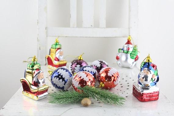 bunte 70er jahre vintage weihnachtsbaum kugeln dekoration