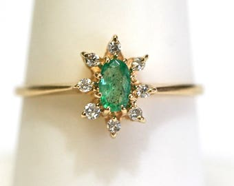 Vintage Diamond Halo Natural Green Emerald Ring in 14kt Yellow Gold