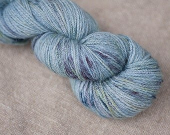 Organic wool hand dyed with natural plant dyes - Schafwolle #03 - speckled yarn - knitting yarn