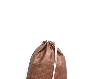 Smooth Light Brown Faux Leather Gym Bag - hannisch