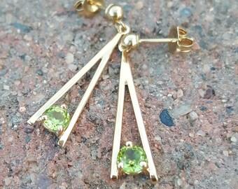 Vintage 14k Gold 0.50 Carat Peridot Retro Dangle/Drop Earrings