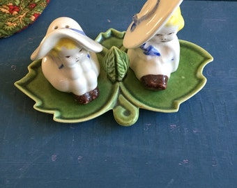 Two Girls On Leaf Salt and Pepper Shakers, Vintage Ceramic Salt and Pepper Shaker, Unique Salt and Pepper, Retro Old, Cute Fun Charming
