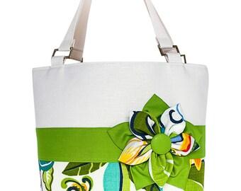 Green Tropical Floral Beach Tote Bag / Flora Verde Resort Tote