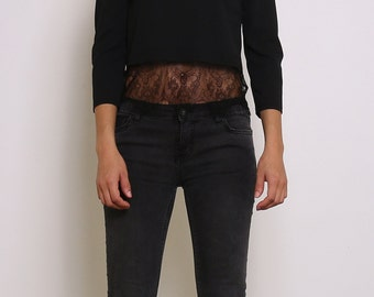 Short top with 3/4 sleeves, lace details