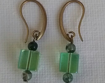 Earrings of copper, magnesite and Crystal Green