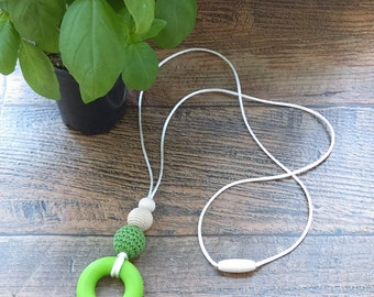 Silicone Teething Necklace for Mom – Breastfeeding Necklace – silicone donut - doughnut - crochet & wood beads - baby shower gift - Greenery