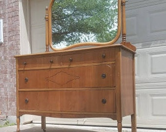 Antique Dresser/Chest of Drawers