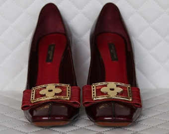 LOUIS VUITTON LV Limited Edition patent leather shoes with exquisite signature gold buckle / Size 37 1/2