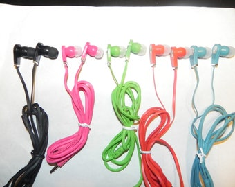Lot of 5 Earphones Sound Isolating Tangle-free Blue, Red, Pink, Green, Black
