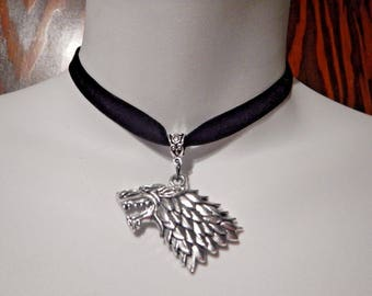 Sansa Stark black velvet and silver metal choker necklace Game of Thrones Dire Wolf 2A
