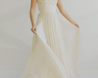 Sample Sale - ivory Lace and silk chiffon backless Wedding Dress