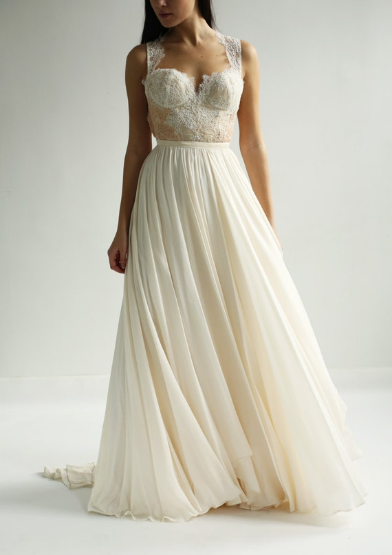 Sample Sale - bustier lace and silk wedding dress