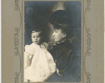 vintage photo Beautiful FAshionable Young Mother Baby Girl Art Deco Larned Kansas cabinet