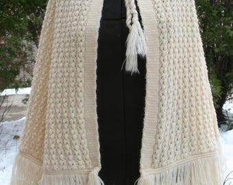 1990s Ray Strauss cream poncho shawl fringe hippie boho