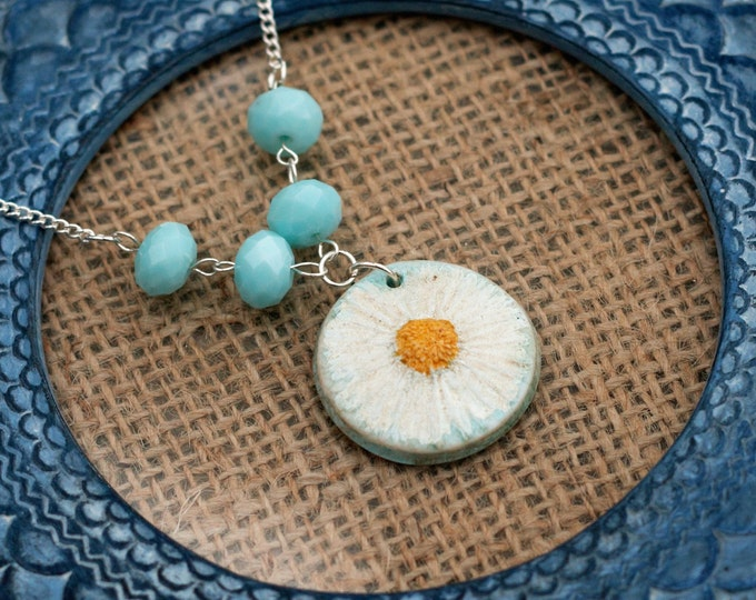 Daisy Necklace, Flower Necklace, Turquoise Beaded Pendant