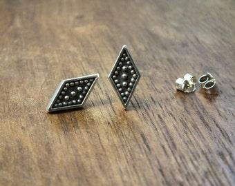 Geometria stud earrings - Art Deco studs - geometric stud earrings - studded earrings - Diamond shape earrings - rhombus earrings