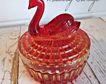 ViNTaGe AMBeRiNa CaRNiVaL GLaSS SWaN CaNDY or TRiNKeT - 1950's