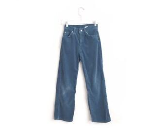 Size Youth 10 // BLUE CORDUROY 562 LEVI'S // Powder Blue - Loose Fit - Slim - Vintage '70s.