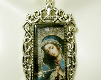 Our Lady of Sorrow pendant with chain - AP12-307