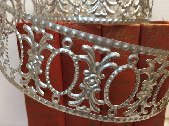 Vintage Style Decorative Metal Trim Crown 3 Ft Metal