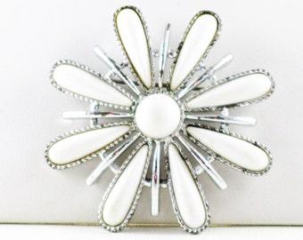 Vintage Sarah Coventry White Snowblossom Brooch Pin (B-2-1)