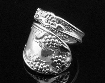 Decorative Victorian Spoon Ring, La Concorde 1910, Grape Pattern Spoon Ring