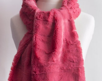 Bright pink fur scarf. Faux fur scarf. Faux fur scafr in bright rose. Faux fur neck warmer. Women chunky scarf. Pink fur neck wrap by imali