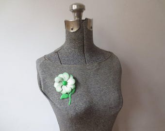 Vintage '60s Metal Enameled Mint Green Stemmed Daisy Brooch / Pin