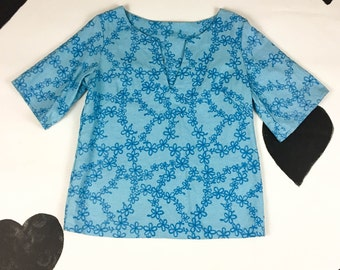 70's baby blue daisy embroidered shirt 1970's cotton cutout short angel sleeve dashiki tunic surf beach hippie shirt / V neck / cover up S M