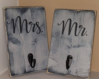 Mr and Mrs wood Signs/Hooks (Set of 2)  Shabby Chic  Bathroom/Towel/Robe/wedding gift/ His/ Hers/ wood signs