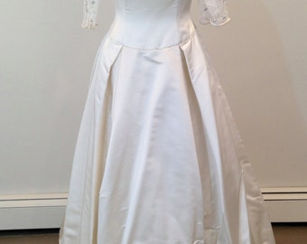 This is a fabulous Nancy Issler wedding dress