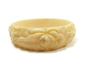 Light Yellow Vintage Bangle Bracelet Molded Celluloid Rose Flower Pattern Mid Century 1950s 50s Off White Plastic Floral Mod Jewelry