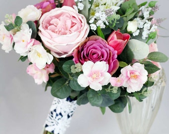 Garden style wedding bouquet, bride, bridesmaid wedding flowers.  Just picked from the garden look - garden roses and cottage style flowers